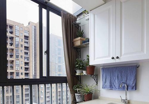 装修阳台时吊顶用什么材料比较好