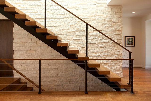 家庭装修中,楼梯用什么好